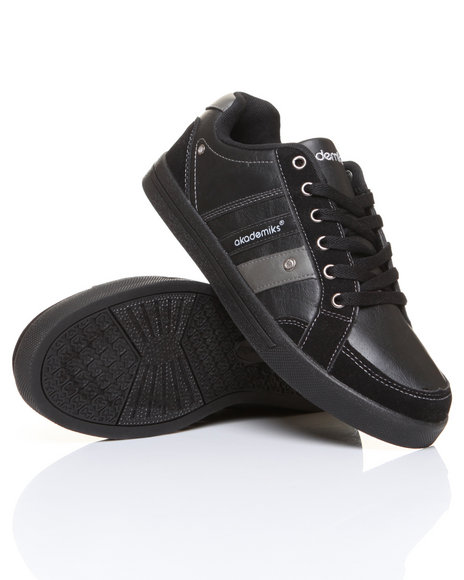 - Leather Low Top Sneaker