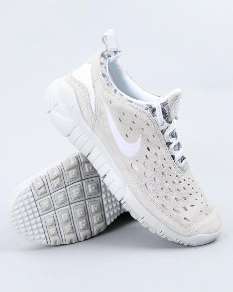 Nike Men White Nike Free Trail Sneakers