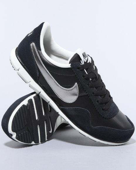 Nike Women Black Wmns Nike Victoria Nm Lth Sneakers