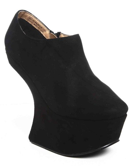 Fashion Lab - Selena Wedge w/spikes