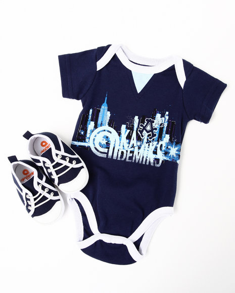 Akademiks Boys Navy 2 Pc Creeper W/ Shoes (Newborn)