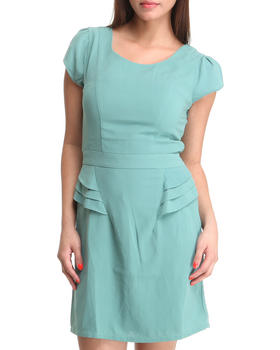 Basic Essentials - Vahn Pleated short sleeve dress