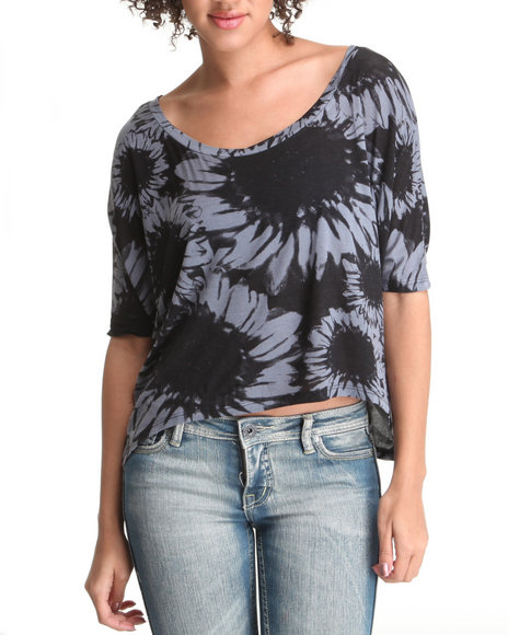 hi-lo flower knit top