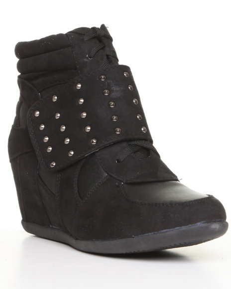 sneaker wedge w/stud detail