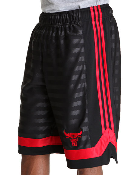 Adidas Men Black Chicago Bulls Arch Groove 12 Inch Shorts