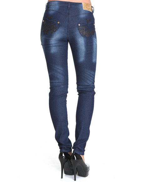 Apple Bottoms Women Light Wash Raised Leather Script Logo Skinny Jean