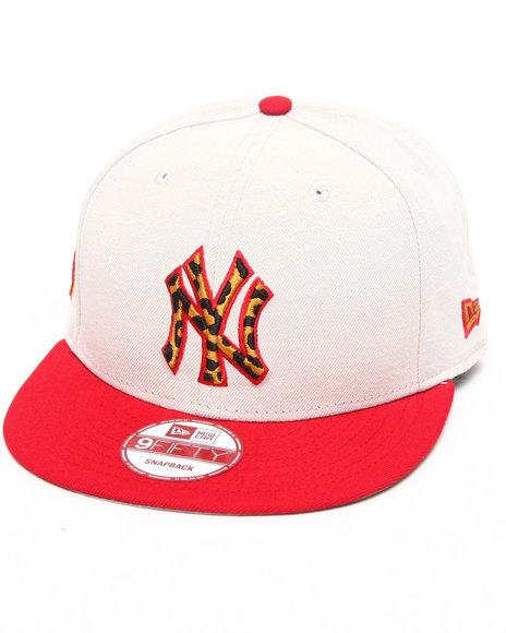 New Era Men New York Yankees White/ Leopard Print Logo Custom Snapback Crimson