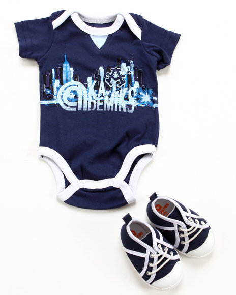 Akademiks Boys Navy 2 Pc Set - Bodysuit & Sneaker (Newborn)