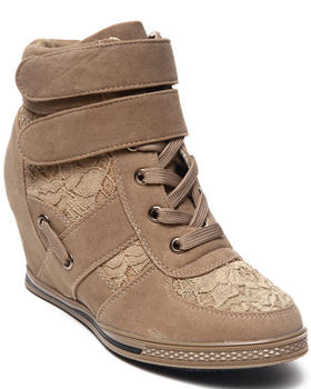 Fashion Lab - Nichelle Basic sneaker w/lace detail