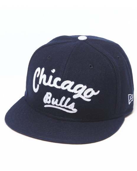 New Era Chicago Bulls Arch V-Script Strapback Hat Navy