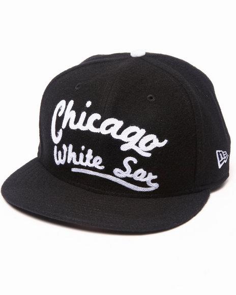 New Era Men Chicago White Soxs Arch V-Script Strapback Black Medium/Large