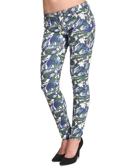 Basic Essentials - Women Camo Leaf Camo Skinny Jean Pant