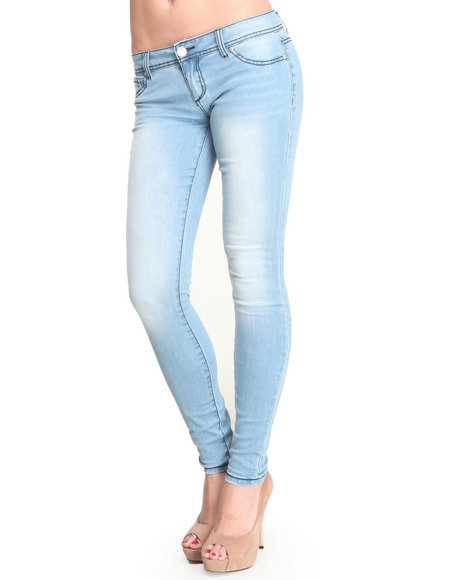 Almost Famous - Women Light Wash Sand Washed Skinny Jean
