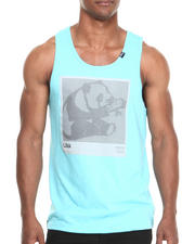 LRG - UNFOCUSED FOLKS TANK