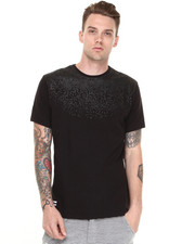 -FEATURES- - Noir Snake Print Tee