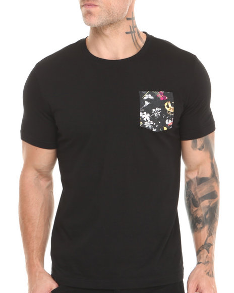 Akademiks - Men Black Scotsman Short Sleeve Tee W/ Vegan Leather Floral Print Pocket - $14.99