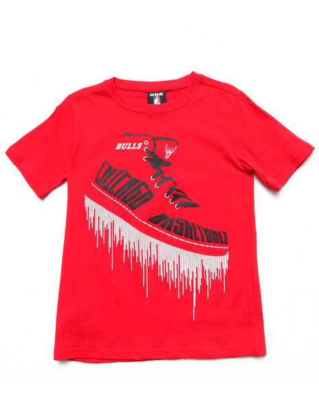NBA MLB NFL Gear Boys Red Chicago Bulls Kicks Tee (8-20)