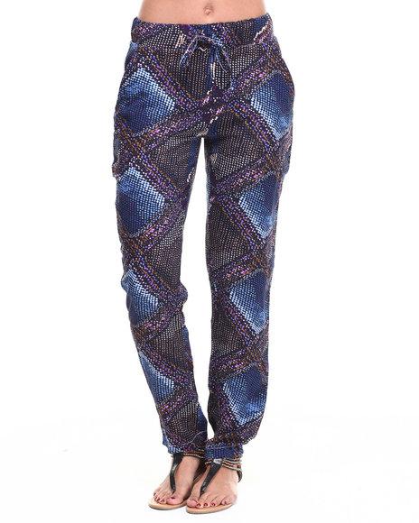 Fashion Lab - Women Multi Abstract Diamond Print Chalis Pant
