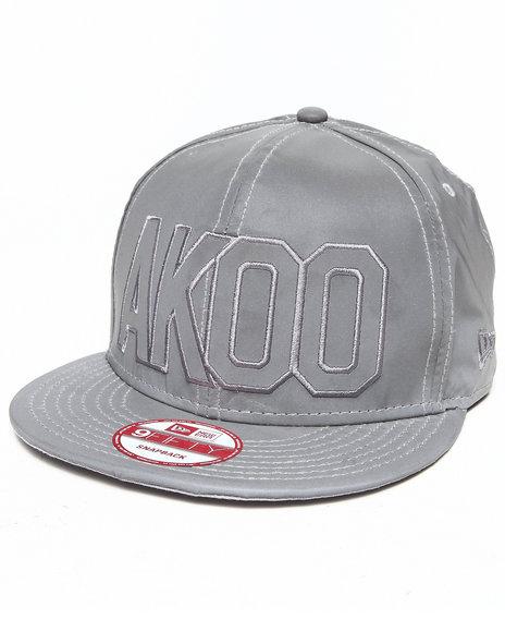 Akoo Men Reflective Snapback Cap Silver