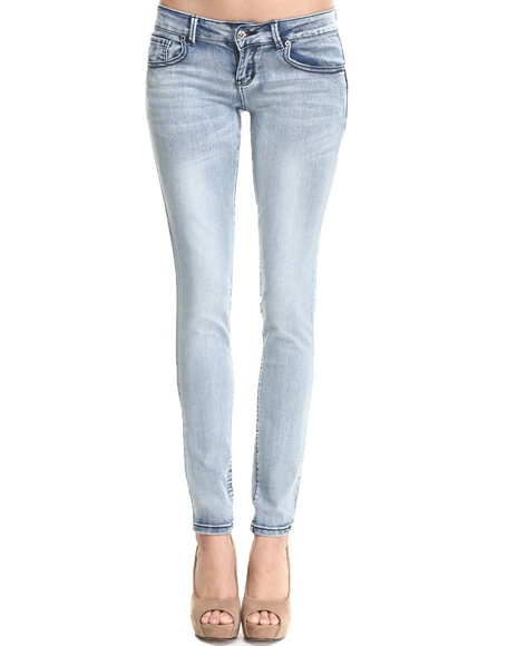 Basic Essentials - Women Light Wash Sweetheart Back Super Stretch Skinny Jean