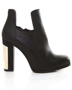 -FEATURES- - CIARA BOOTIE