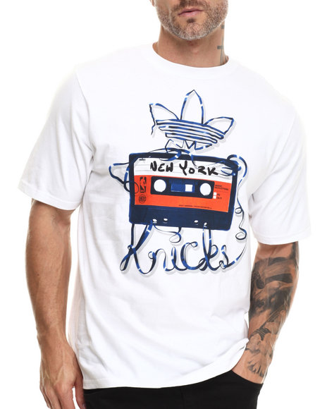 Adidas - Men White New York Knicks Unwind Tee