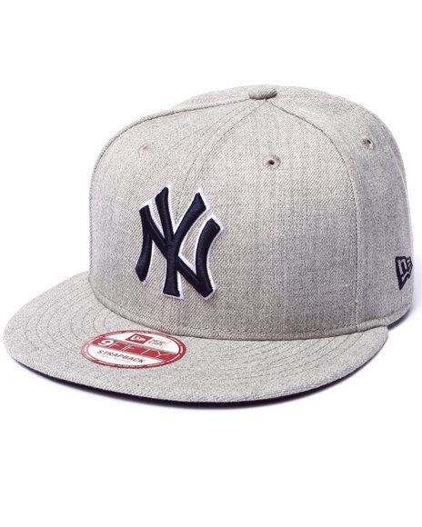 New Era - Men Grey New York Yankees Ne Side Ringer Strapback Hat