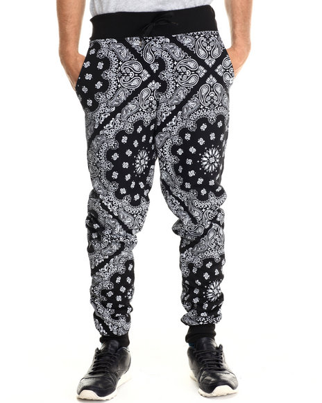Ur-ID 213001 Akademiks - Men Black Ewing Allover Bandana Print Jogger Sweatpants