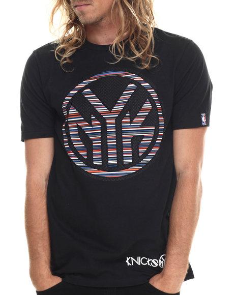 Ur-ID 213413 NBA, MLB, NFL Gear - Men Black New York Knicks Cross Colors Tee