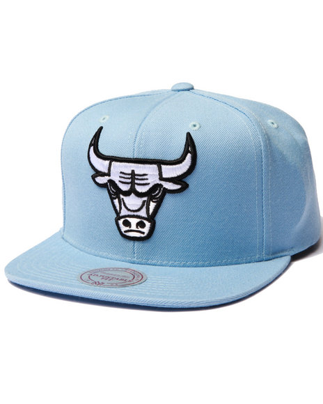 Ur-ID 223027 Mitchell & Ness - Men Light Blue Chicago Bulls Logo Series Snapback Hat