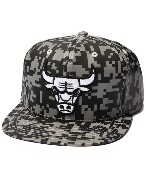 Mitchell & Ness Men Chicago Bulls Nba Reflective Digi Camo Snapback Camo