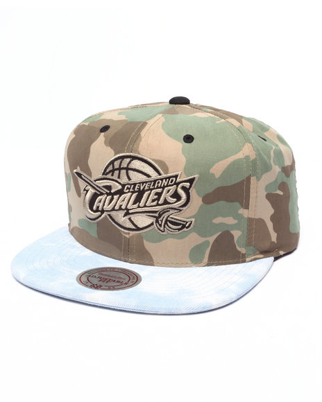 Mitchell & Ness Men Cleveland Cavaliers Distinguished American Camo