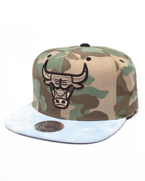 Mitchell & Ness Men Chicago Bulls Distinguished American Snapback Hat Camo