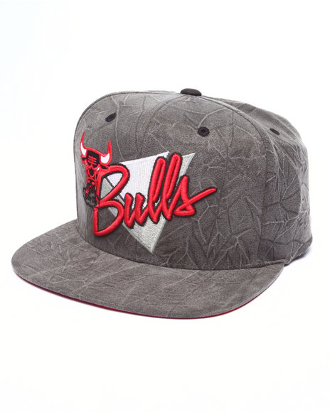 Mitchell & Ness Men Chicago Bulls Crease Triangle Script Snapback Hat Black