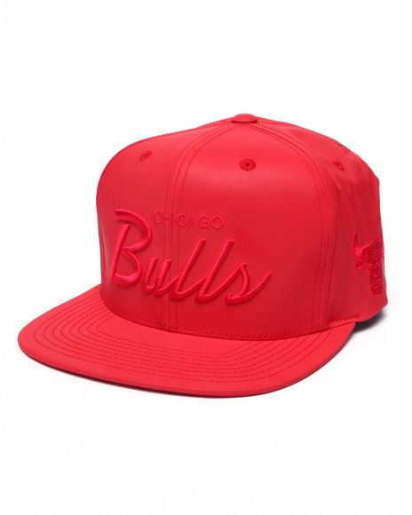 Mitchell & Ness - Men Red Chicago Bulls Embroidered Script Tonal Reflective Snapback