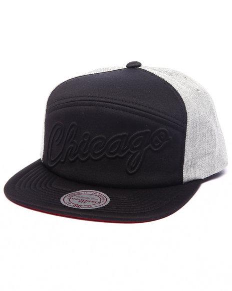 Ur-ID 223160 New Era - Men Grey Chicago Bulls Debossed Foam Puff Snapback Hat