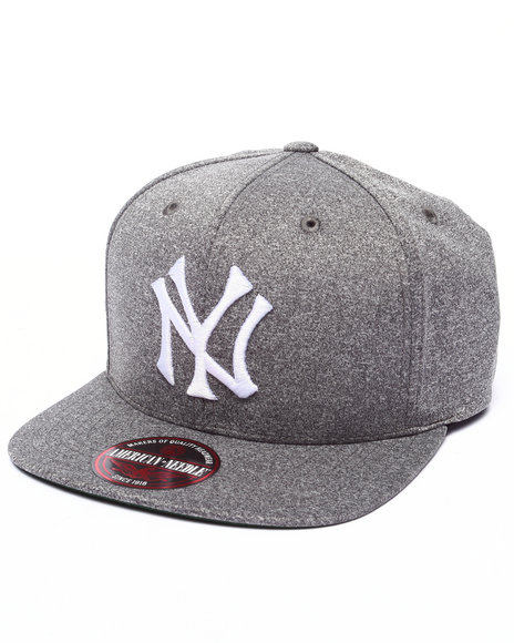 Ur-ID 223211 American Needle - Men Grey New York Yankees Gearbox Strapback Hat