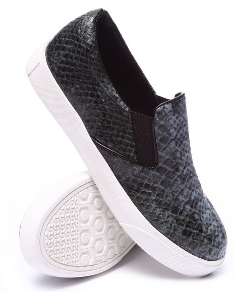 Fashion Lab - Women Black Pivot Faux Snakeskin Slip On Sneaker