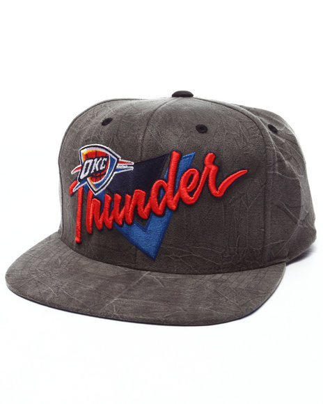 Mitchell & Ness Men Oklahoma City Thunder Crease Triangle Snapback Cap Black