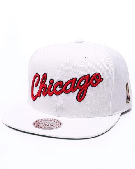 Ur-ID 223548 Mitchell & Ness - Men White Chicago Bulls Solid 2 Snapback Cap