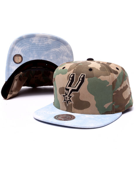 Mitchell & Ness Men San Antonio Spurs Distinguished American Snapback Camo