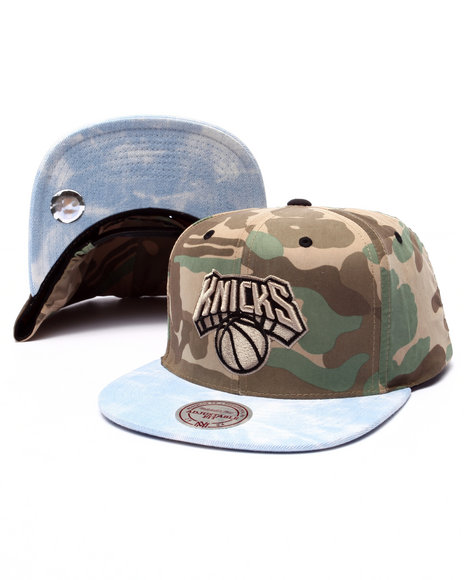 Mitchell & Ness Men New York Knicks Distinguished American Snapback Camo