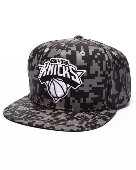 Ur-ID 223644 Mitchell & Ness - Men Camo New York Knicks Reflective Digi Camo Snapback Cap