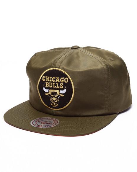 Ur-ID 223646 Mitchell & Ness - Men Olive Chicago Bulls Flight Pattern Nylon Snapback Cap