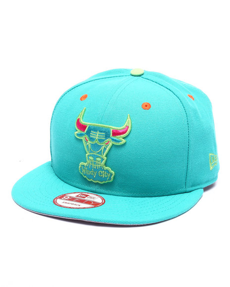 New Era Men Chicago Bulls Carolina Blue Edition 950 Snapback Hat Light Blue
