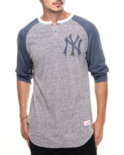 Mitchell & Ness - New York Yankees Hustle Play Henley Tee