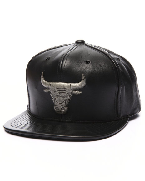 Mitchell & Ness Men Chicago Bulls Nba Current Metal Brooch Snapback Black
