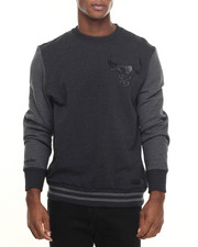 Mitchell & Ness - Chicago Bulls NBA Leather Trim Crew Sweatshirt (Tailored Fit)