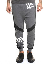 -FEATURES- - ARROW-PRINT JOGGING PANTS