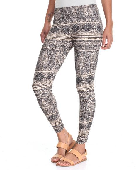Fashion Lab - Women Black Printed Peached Legging